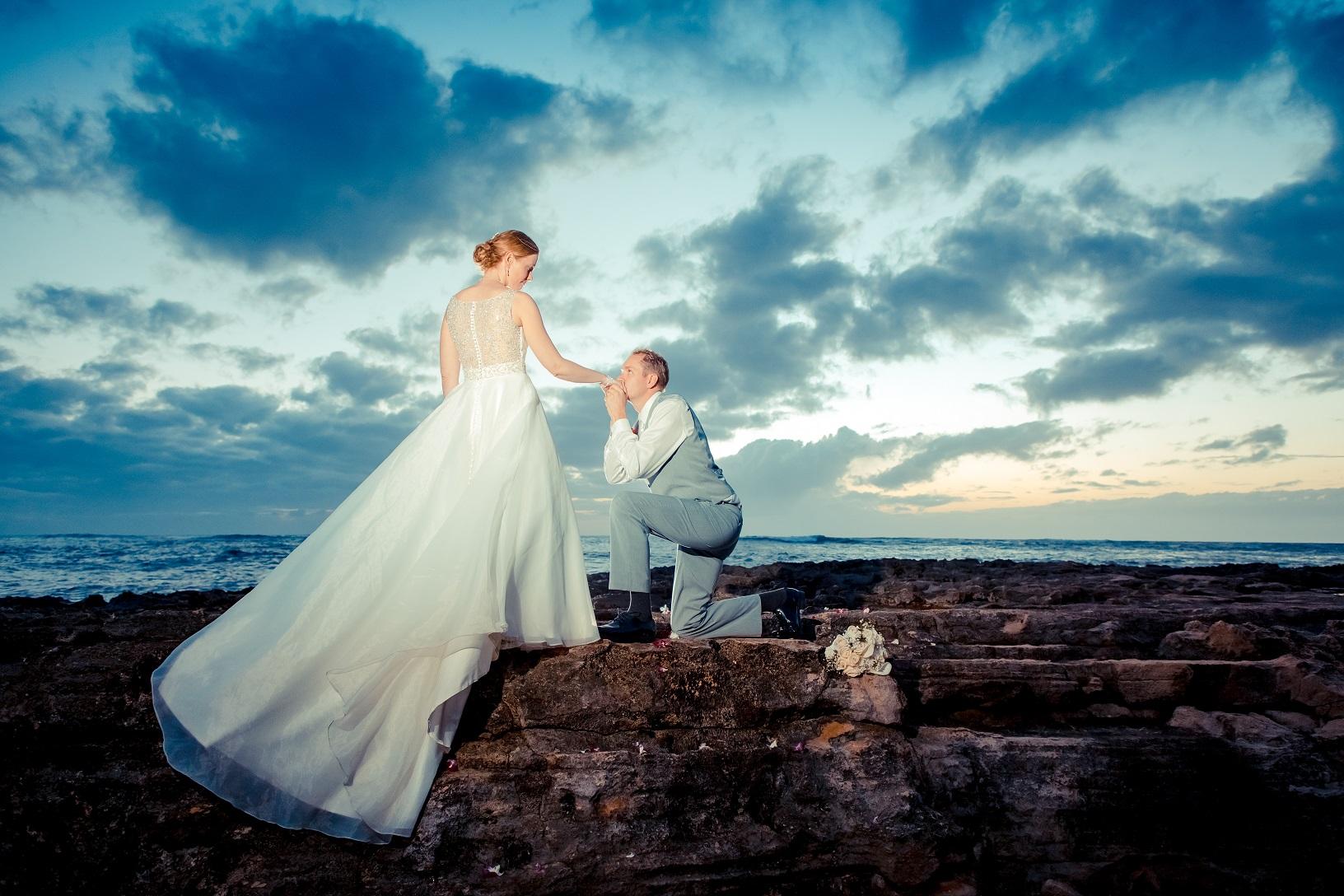 sunset bride groom portrait hawaii