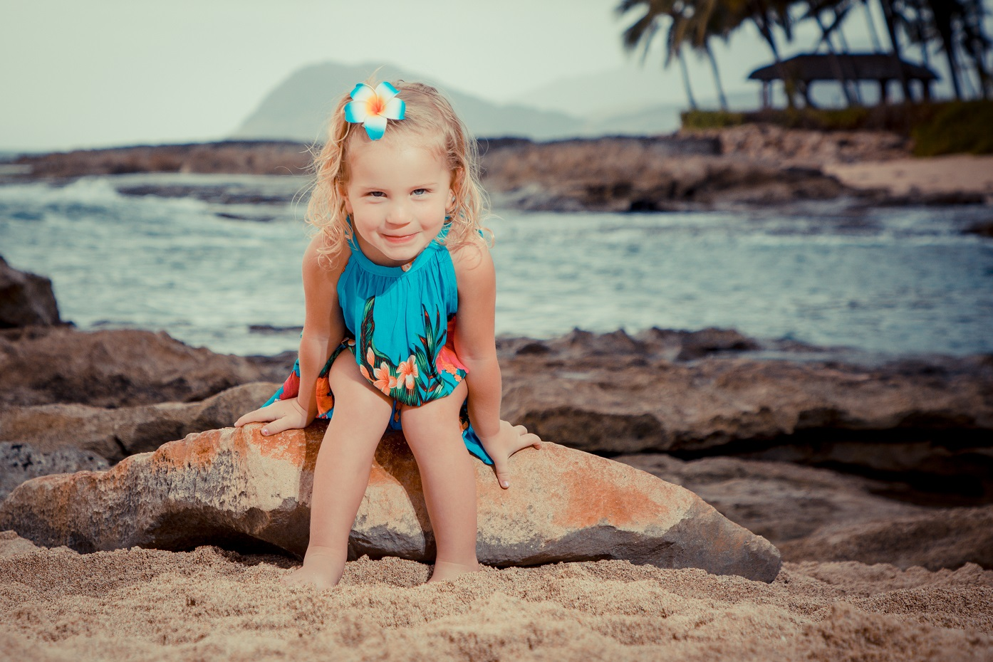 childrens family photographer hawaii oahu beach sunset palm trees ocean