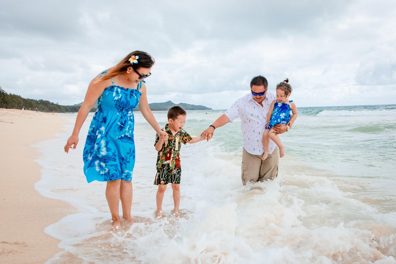 waikiki family vacation beach play ocean photos
