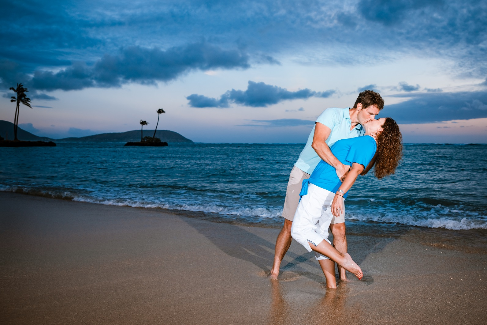 romantic couples sunset beach photo session oahu hawaii