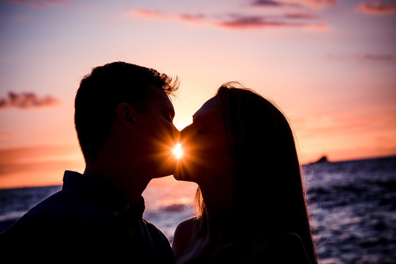 couples romantic kiss silhouette sunset hawaii ocean portrait