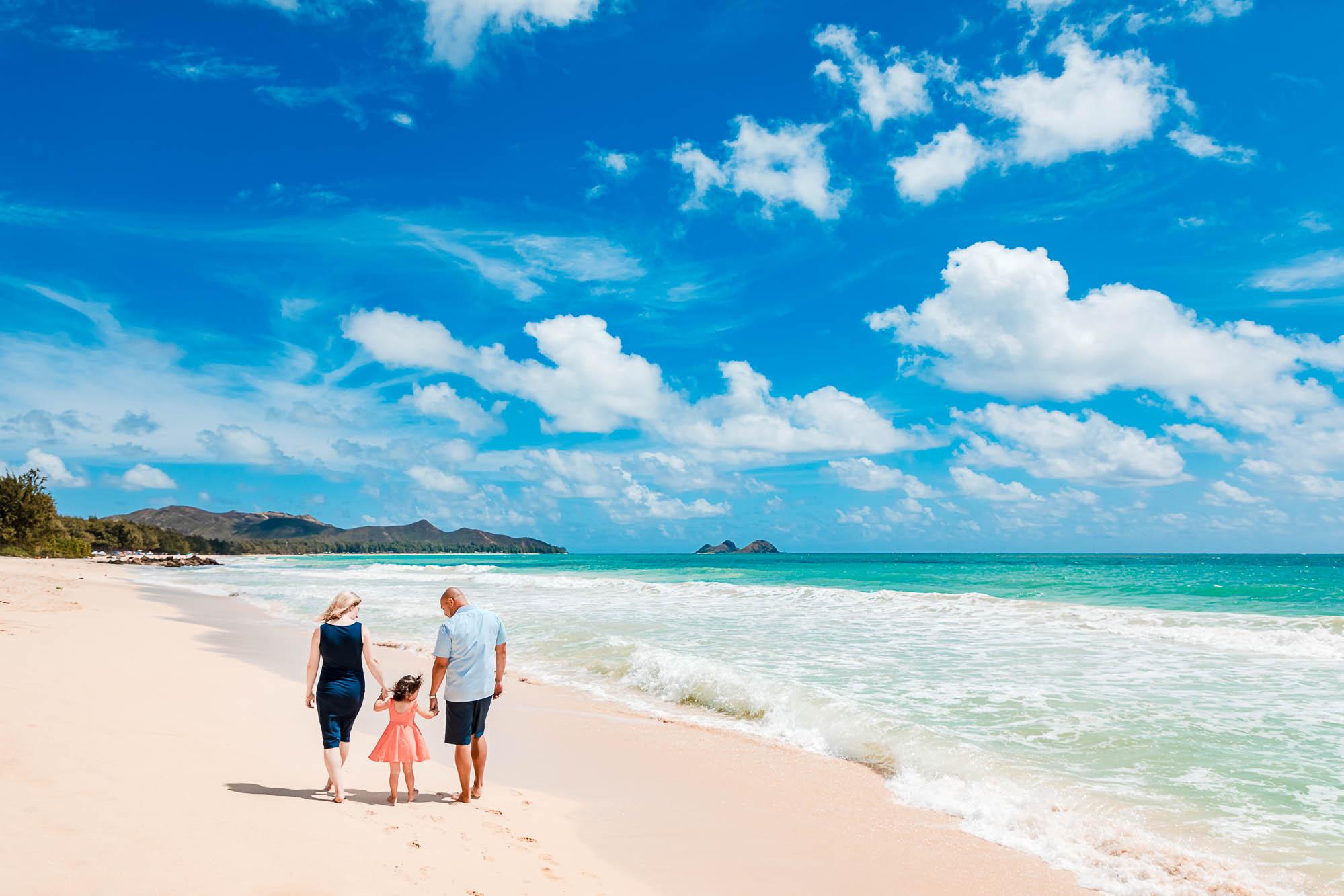 panoramic family portrait on Oahu Hawaii beach