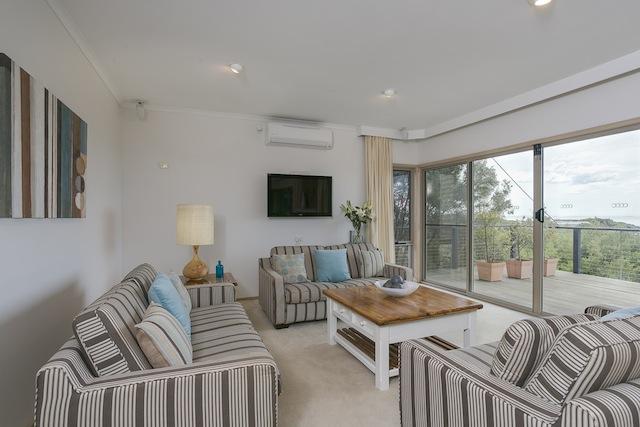 Lounge with beautiful views, split system, flatscreen TV