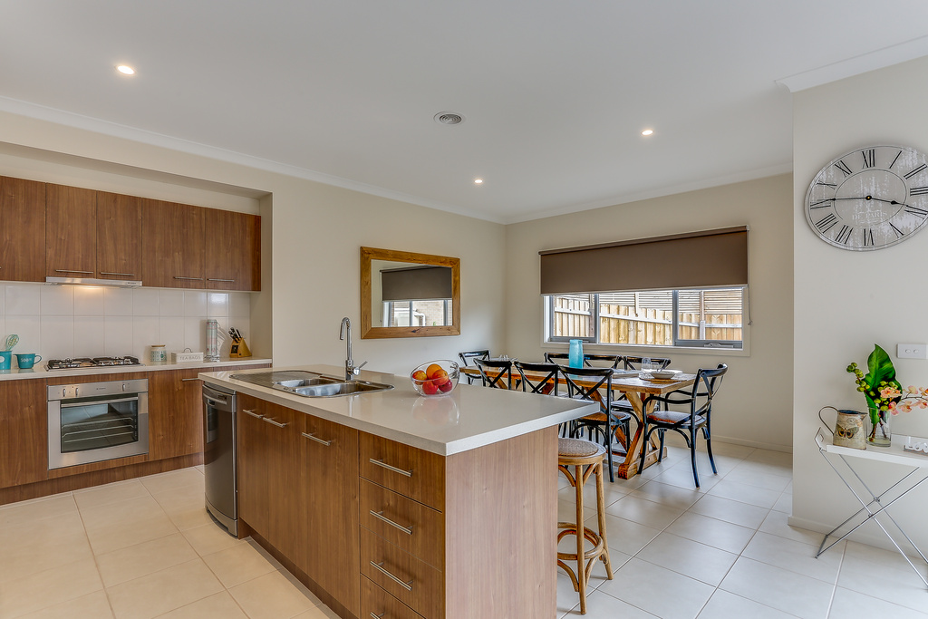 Fully equipped kitchen with dishwasher and coffee machine