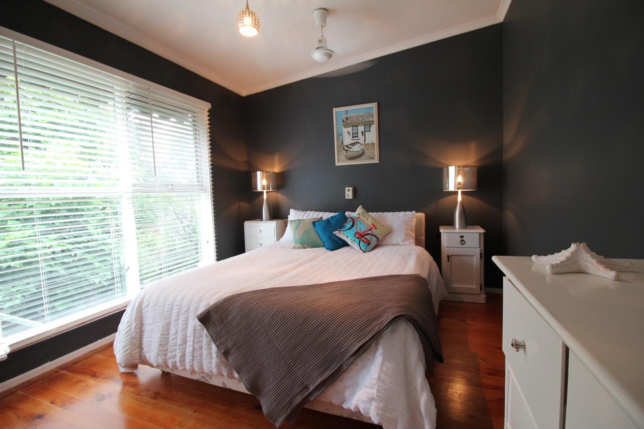 Master queen bedroom (upstairs)