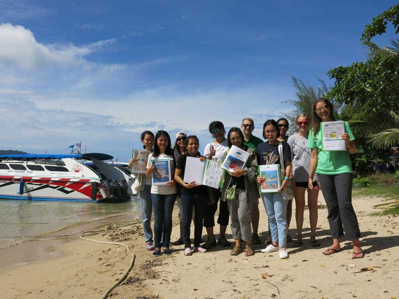 The newly trained Green Fins Thailand team with JJ and myself.