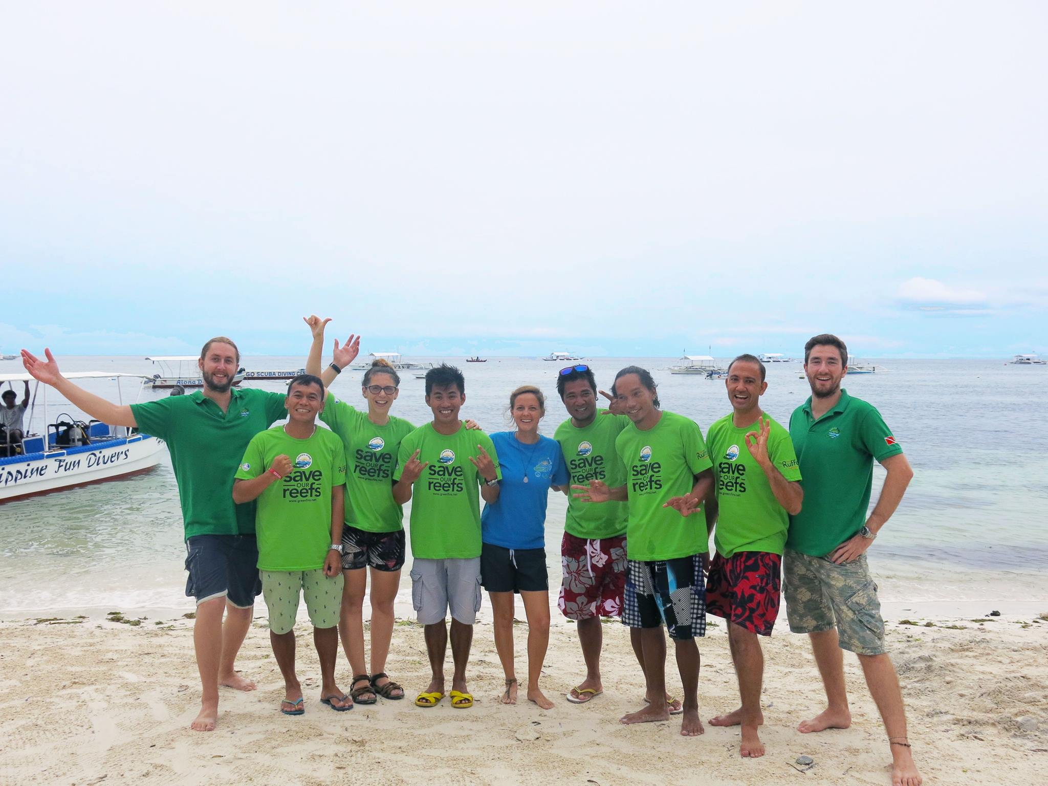 A photo of the team together with the local community in Panglao, Philippines during a Green Fins training