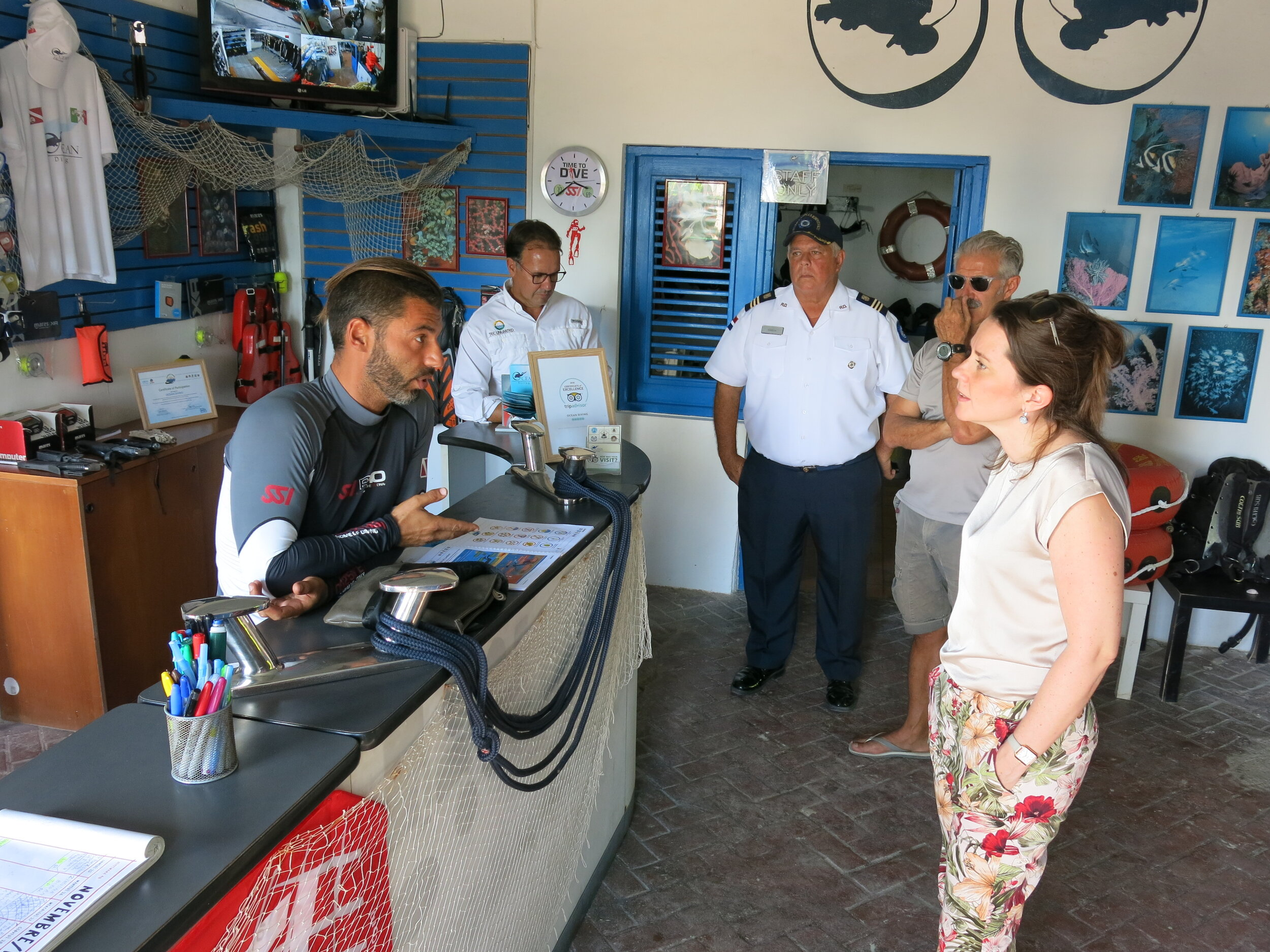 Meeting a GF Dive Centre member_Credit The Reef-World Foundation.JPG