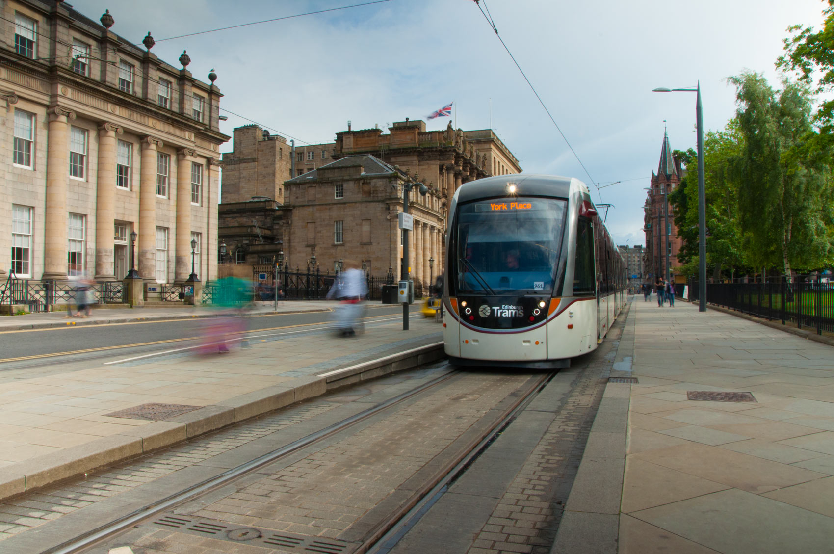 1.slideshow.scottish.stone.providers.tradstocks.direct.from.the.quarry.don.buy.indian.sandstone.buy.stone.MADE.OF.SCOTLAND.edinburgh.tram.jpg
