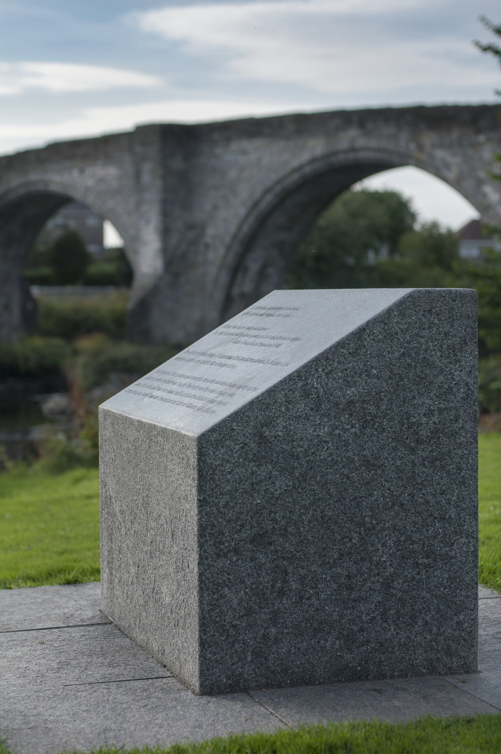 stirling.bridge.memorial.stone.historic.scottish.whin.heritage.stone.suppliers.tradstocks.glasgow.jpg