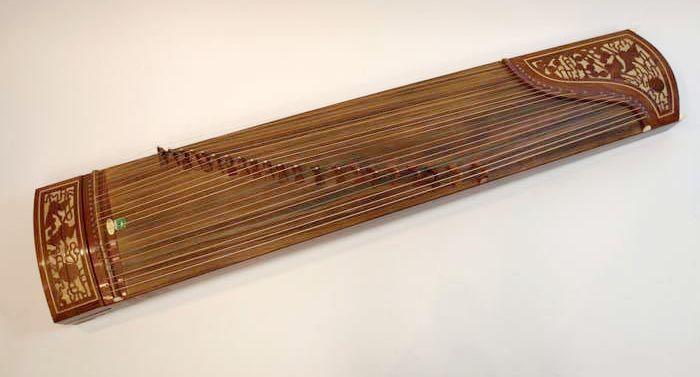 Modern gǔzhēng (古筝), from  University of Washington Collections