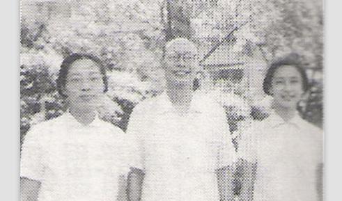 Wáng Xùnzhī, center, from  baidu.com