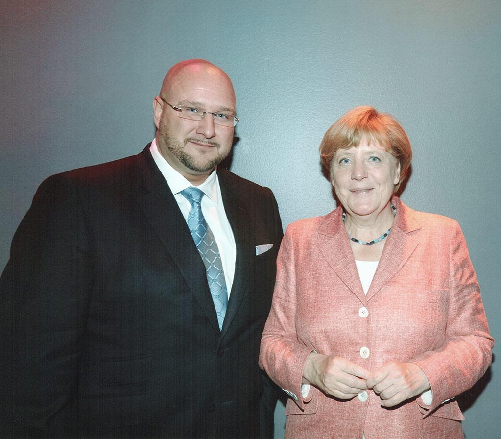 Unternehmer und parlamentarisches Mitglied im Bundeskongress für die Immobilienwirtschaft (BVFI) Andreas Schrobback ist sich einig mit Bundeskanzlerin Dr. Angela Merkel bei der Rolle des Mittelstandes der Wirtschaft bei der Integration der Flüchtlinge in den Arbeitsmarkt sowie beim Wohnraumbedarf.