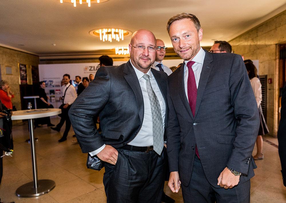 Geschäftsführer Andreas Schrobback mit FDP Spitzenkandidat Christian Lindner