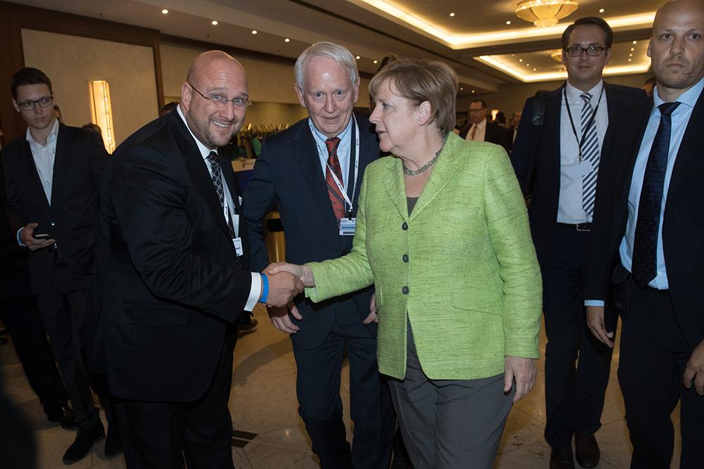 Andreas Schrobback (Geschäftsführer AS UNTERNEHMENSGRUPPE) mit Bundeskanzlerin Angela Merkel