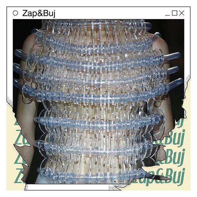 """@zap_buj  trabajan a modo de """"costureras tecnológicas"""", mezclando costura a mano con impresiones en 3d, soldaduras, lijados, sopletes o vertidos de silicona💥 Expondrán y venderán sus piezas y será parte de los creativos que estarán presentes del 25-28 Abril en @experimentomadrid 🔥 No te lo pierdas! 🔥 UPLOADING es una serie de eventos que surge como iniciativa para activar el intercambio de ideas innovadoras y para la formación de un archivo de creadores emergentes #uploadingmadrid #curatedmngmnt #zapbuj #ayudasinjuve #creacionjoven #popup #madrid #talentos  Diseño Gráfico: @venidadevenida_  Dirección Creativa: @curatedmngmnt"""