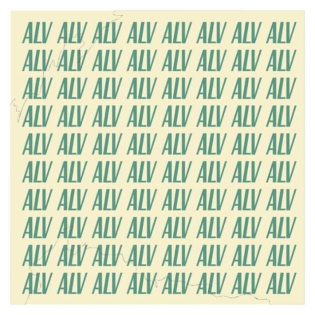 🔥 ¡No te lo pierdas! 🔥 Este jueves 25 a las 19.30 con set de Hiperobjeto y ALV, fiesta de apertura de UPLOADING en @experimentomadrid 💥 Tienda POP UP en el centro de Madrid del 25-28 de abril 💥UPLOADING surge como una serie de eventos para activar el intercambio de ideas innovadoras y para la formación de un archivo de creadores emergentes #uploadingmadrid #curatedmngmnt #diseñadoresdemoda #ayudasinjuve #creacionjoven #popup #madrid #talentos  Diseño Gráfico: @venidadevenida_  Dirección Creativa: @curatedmngmnt