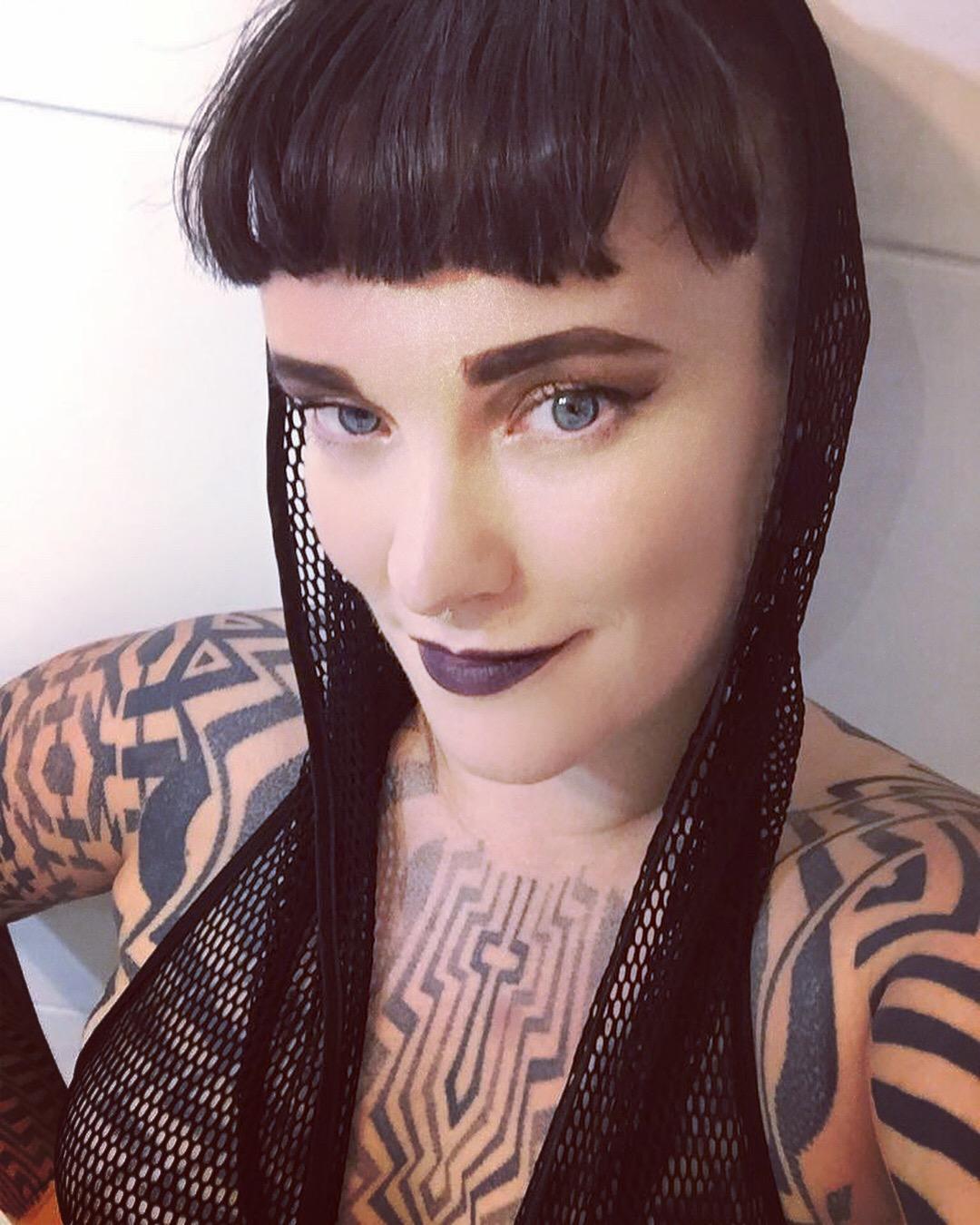 Miss Tallula, Newcastle mistress, Newcastle dominatrix, mesh fetishist, nylon fetishist, tattooed, alternative