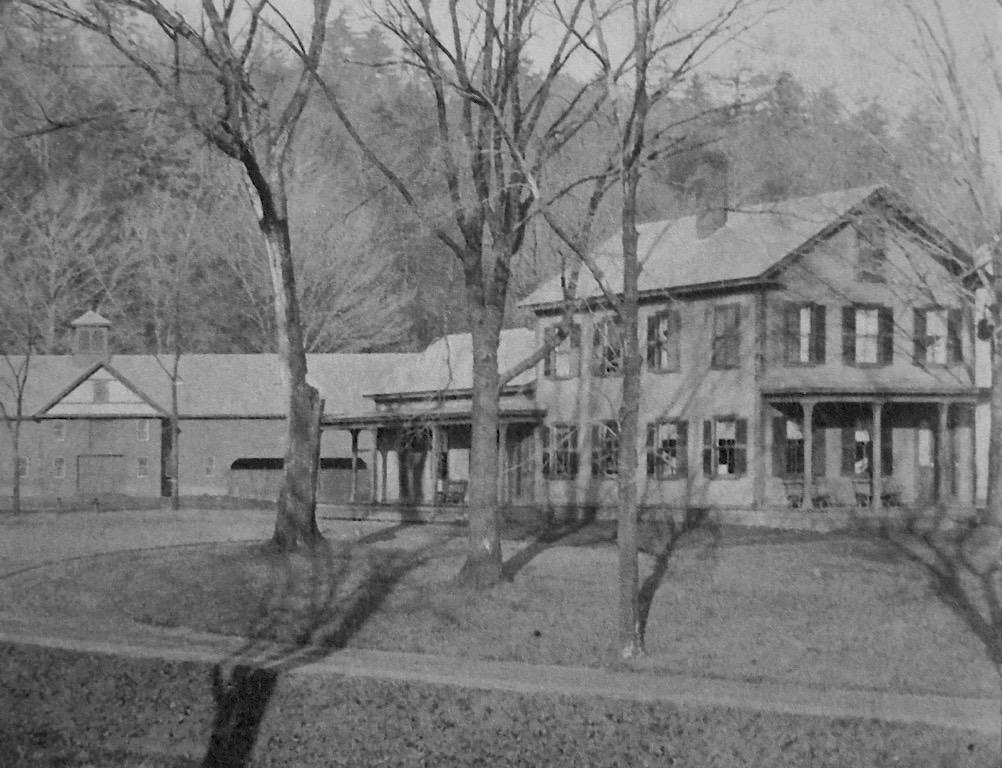 Farmhouse_oldestphoto (1).jpg
