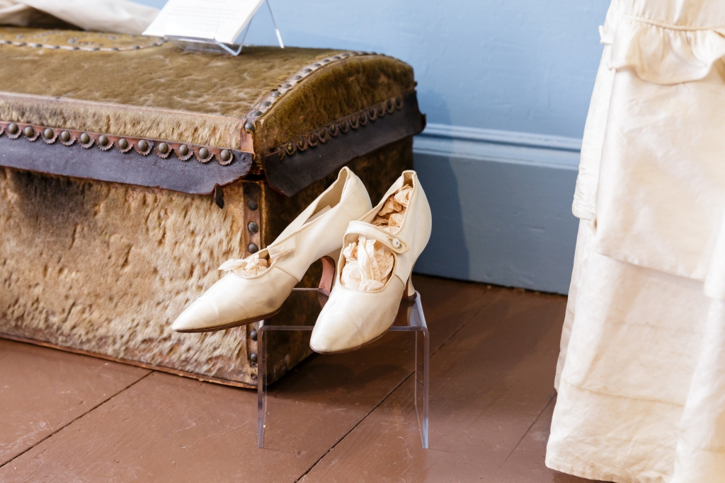 wedding shoes & trunk.jpg
