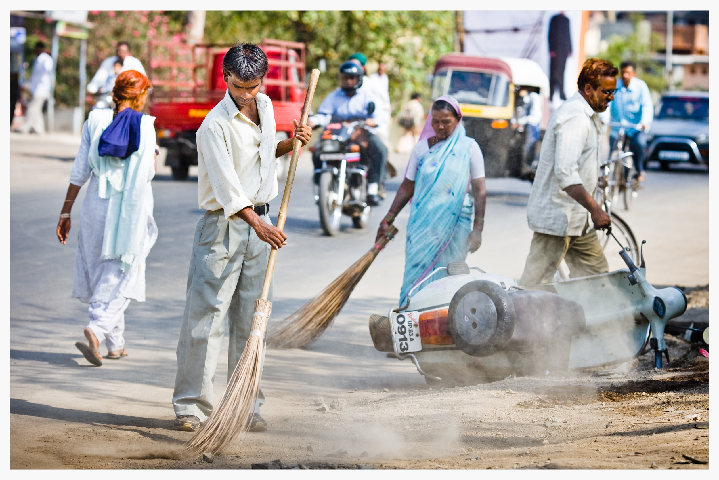 Road sweeper, Indian Dalits,Being Untouchable. Photo: © Marcus Perkins