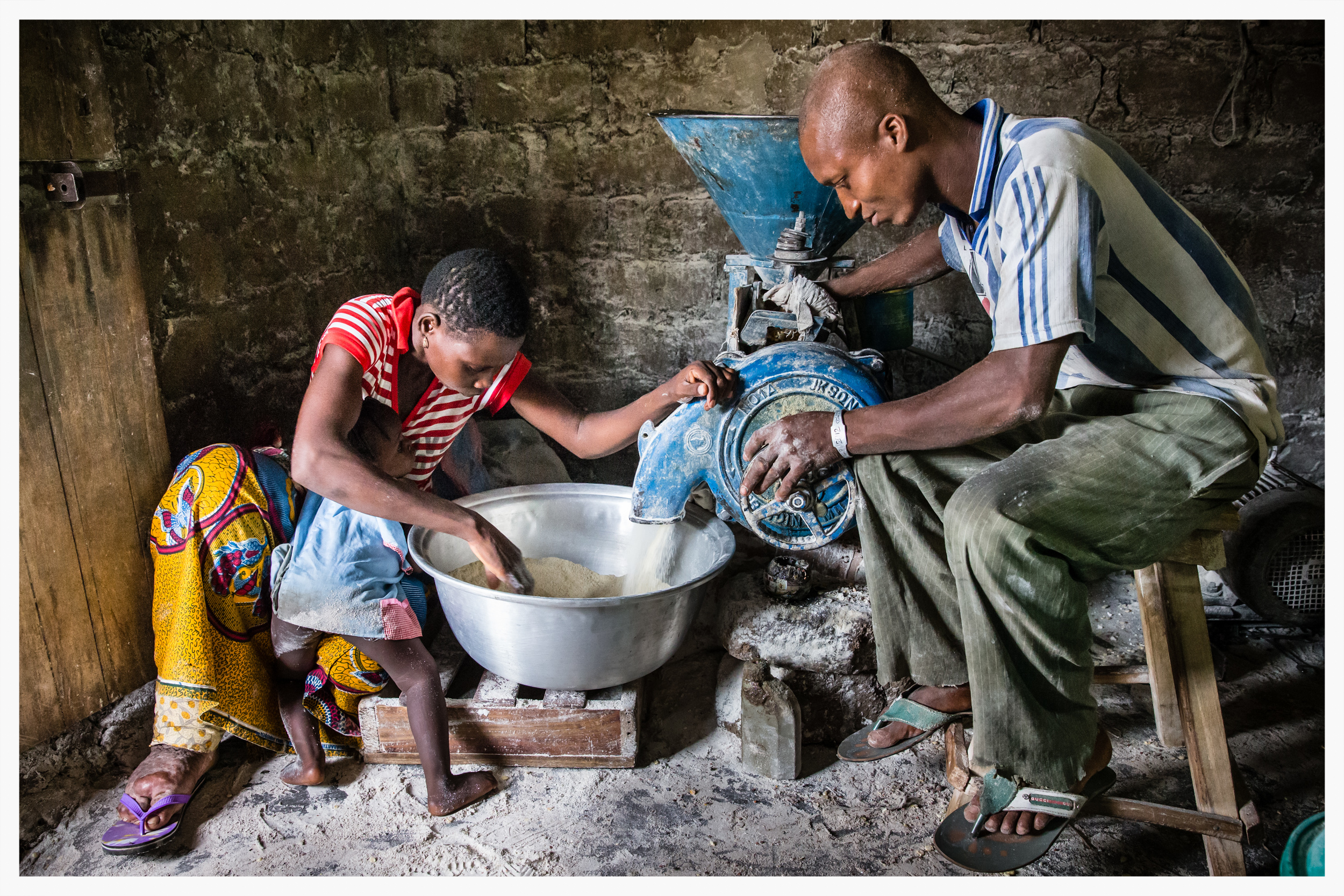 Grinding maize.Lymphatic filariasis in Togo. Photo:Marcus Perkins for GSK