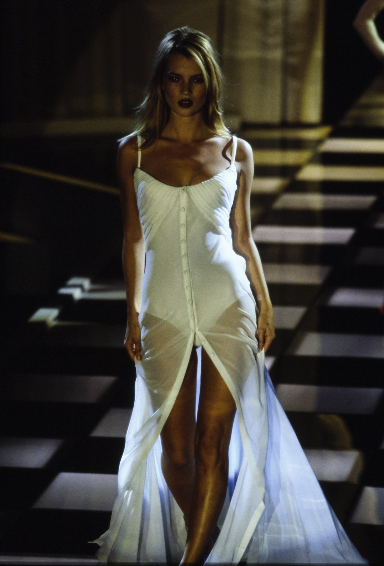 Kate Moss walking for Versace SPRING 1996 READY-TO-WEAR