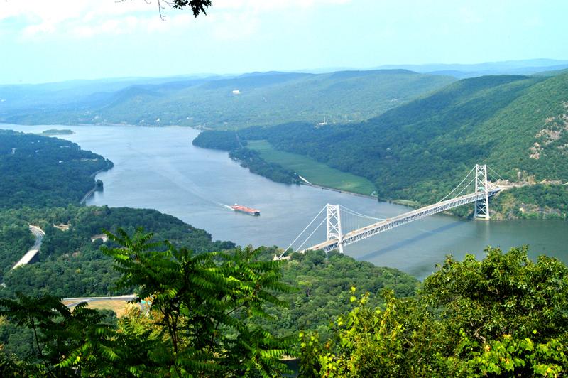 Bear-Mountain-overlooking-River-Bridge-DSC_9849.jpg