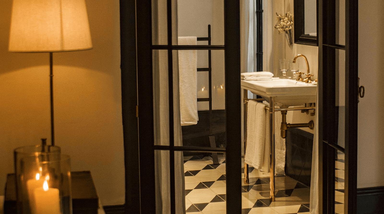 loma_del_angel_suite_bedroom_bathroom_view_compressed.jpg