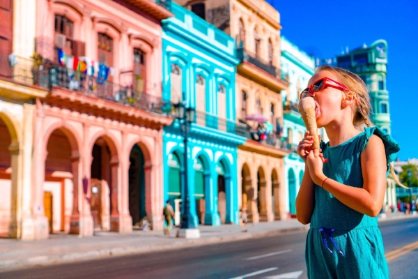 family_travel_enjoying_ice_cream_cone_on_a_colorful_havana_street
