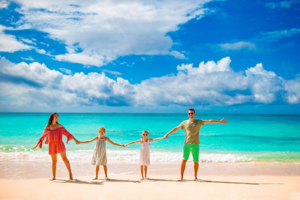 family_discovering_cuban_coastlines_crystal_clear_water_beaches