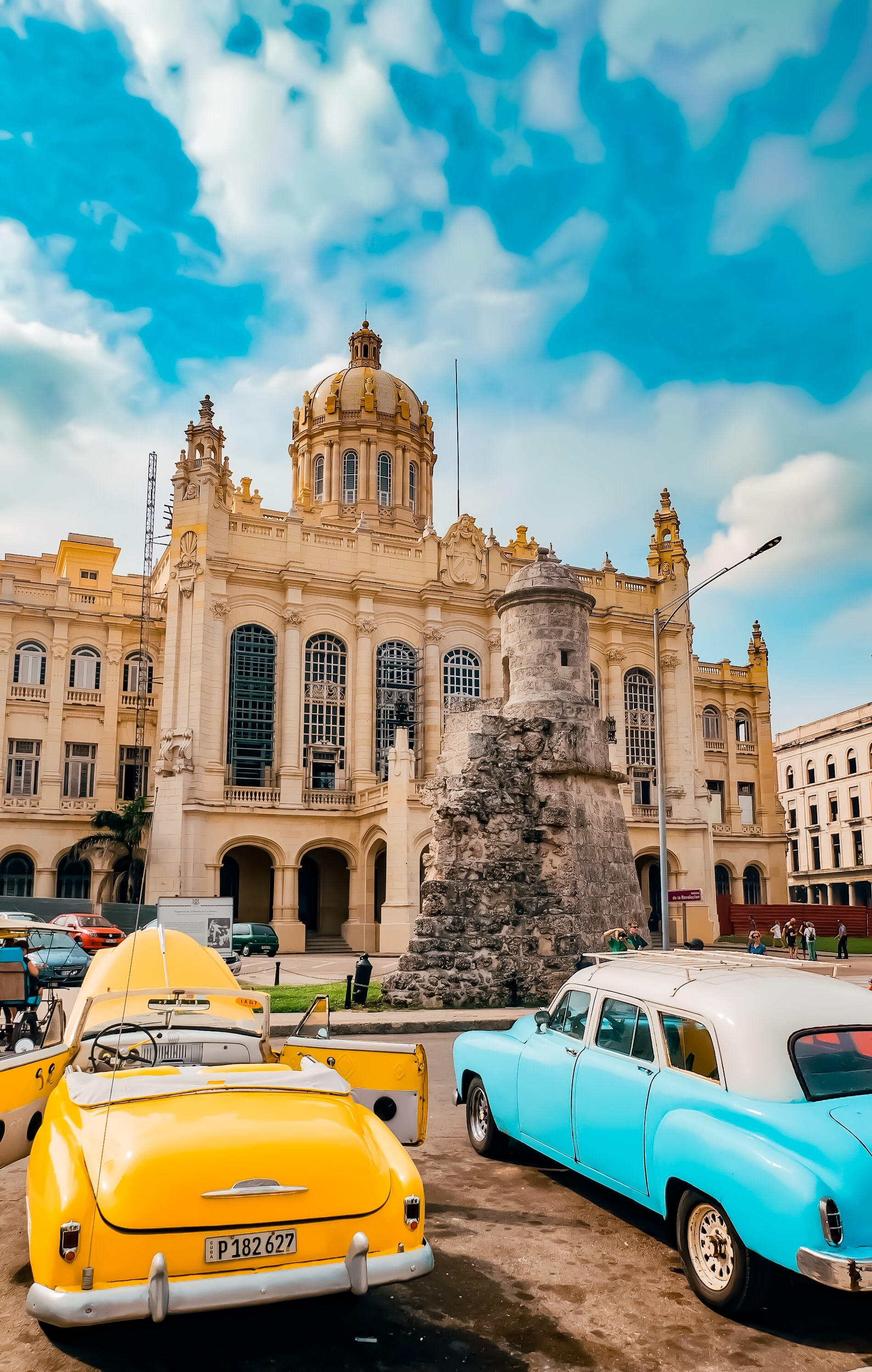 Havana_presidential_palace_classic_cars.JPEG