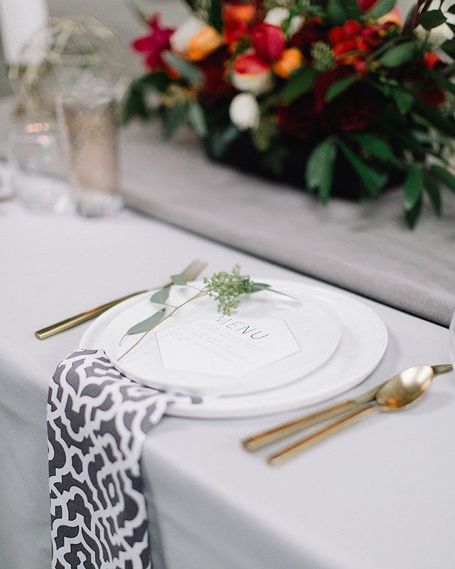 There's nothing like a beautifully appointed table to set the mood for your space or event. How cute are these geometric napkins with the little splash of greenery? #sarahrenardfloral #feedlove⠀⠀ Photographer: @eden.willow⠀⠀⠀⠀ Stylist: @powerofloverentals⠀⠀⠀⠀ Rentals: Something Borrowed⠀⠀⠀⠀ Flowers: @sarahrenardfloral⠀⠀ Venue: @jupiterhotel⠀⠀⠀⠀ .⠀⠀⠀ .⠀⠀⠀ .⠀⠀⠀ .⠀⠀⠀ .⠀⠀⠀ #wokefolk #catalystwedco #portlandflorist #portlandstyling #oregonstyling #pnwstyling #oregonstylingflorist #portlandstylingflorist #bridalstyle #flowers #styling #stylinginspiration #portlandwedding #oregonwedding #stylingflowers #nwstyling #floristsofinstagram #tuesdaystogetherpdx #1001weddings #northwed #soloverly #pnwwedding #pnwedding #stylishlife #cascadeweddings #pacificnorthweststyling #winsomerosejournal⠀⠀ ⠀⠀