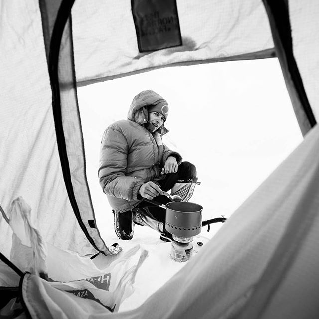 DESPERATE HOUSEWIVES // tb to my peruvian mountain adventure with matthias larcher in 2014 - preparing dinner at alpamayo highcamp.