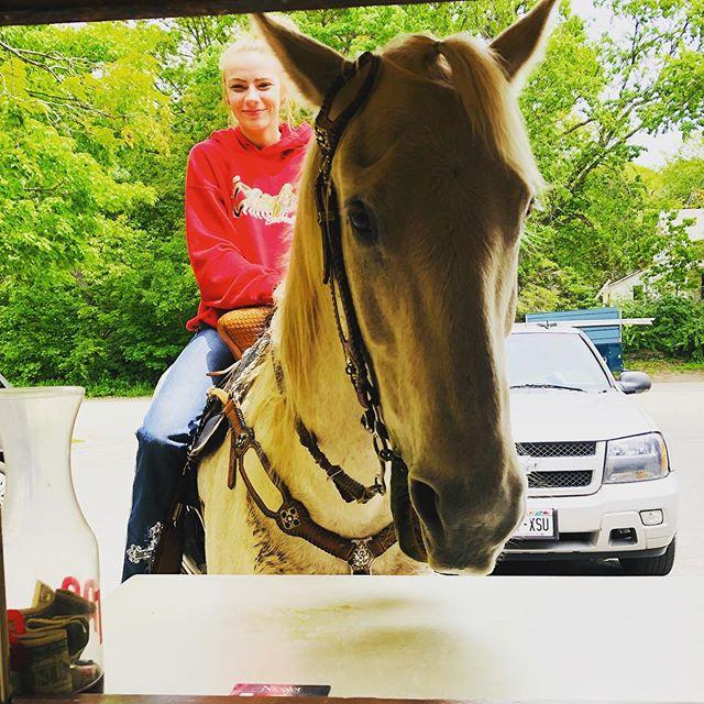 Drive in, walk in, bike in..... or RIDE in! 🐎  Alby girl Paige on her horse. 🤠☀️🍔🍦 #washingtonisland #summerfun #horsebackriding #doorcountywi