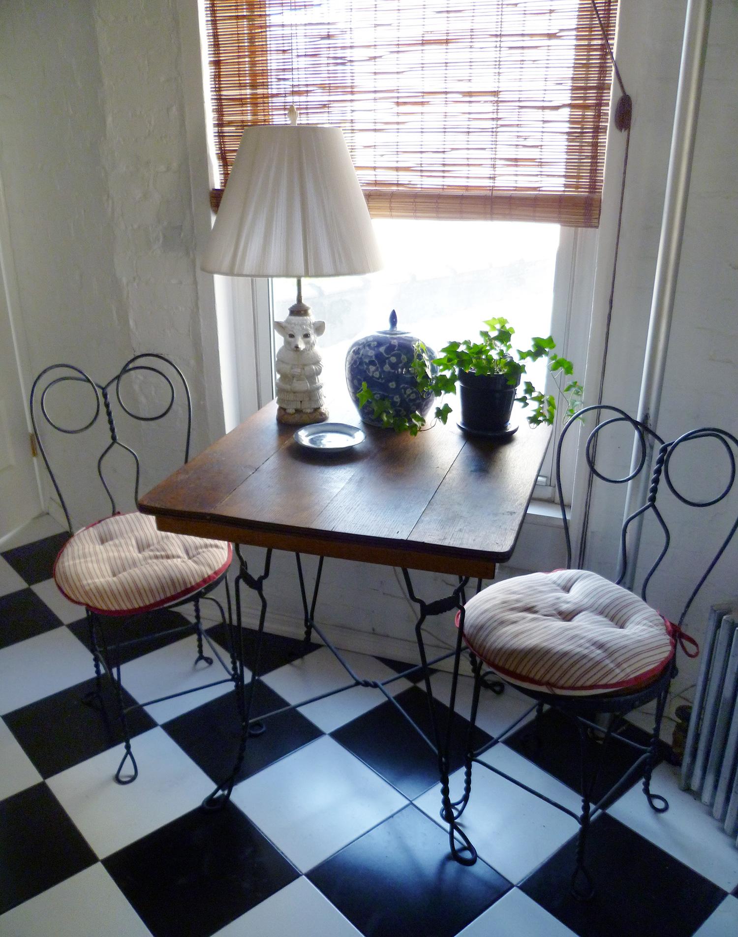 kitchentable.jpg