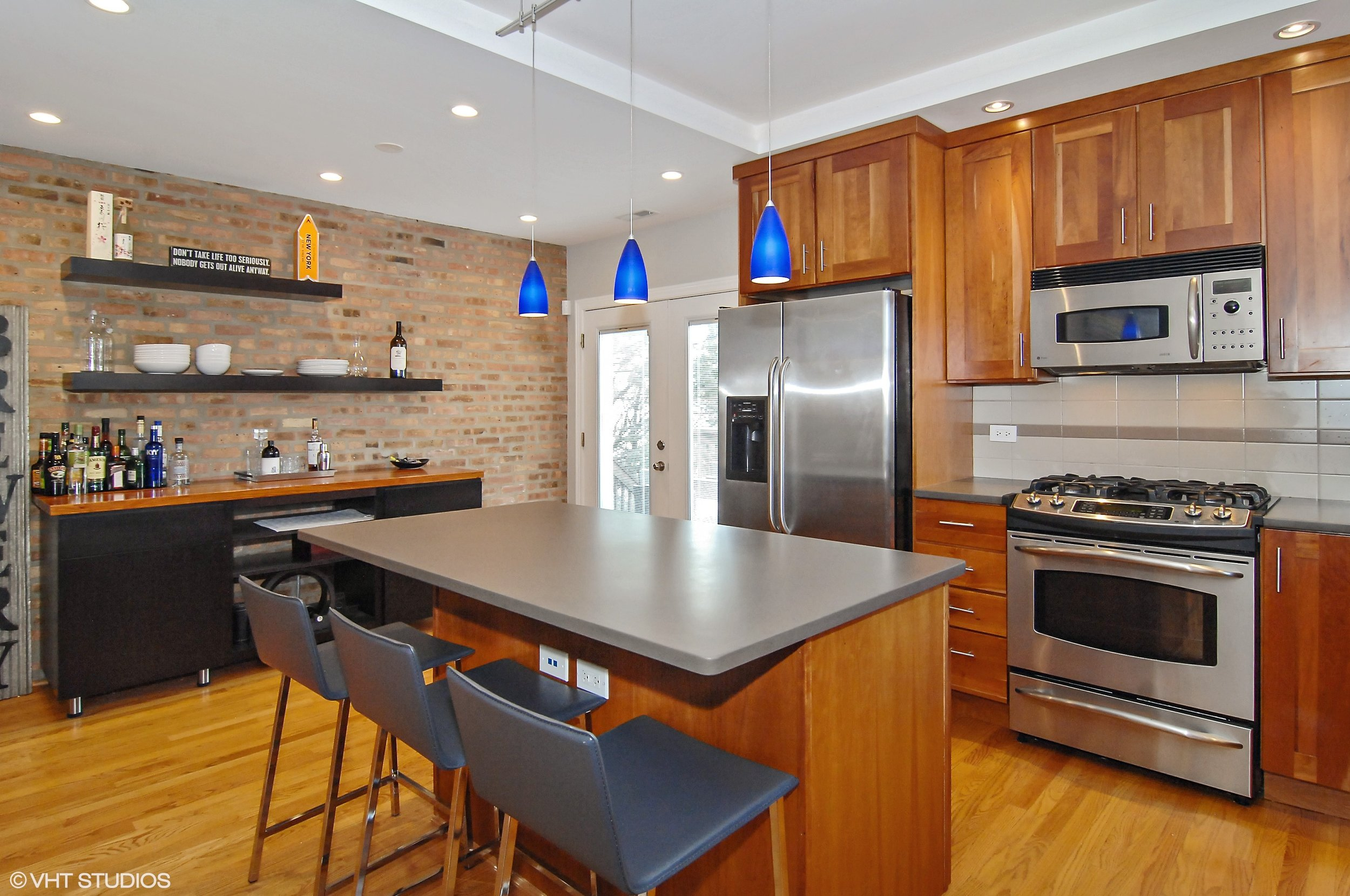 06_1475WWinona_Unit3_177_Kitchen_HiRes.jpg