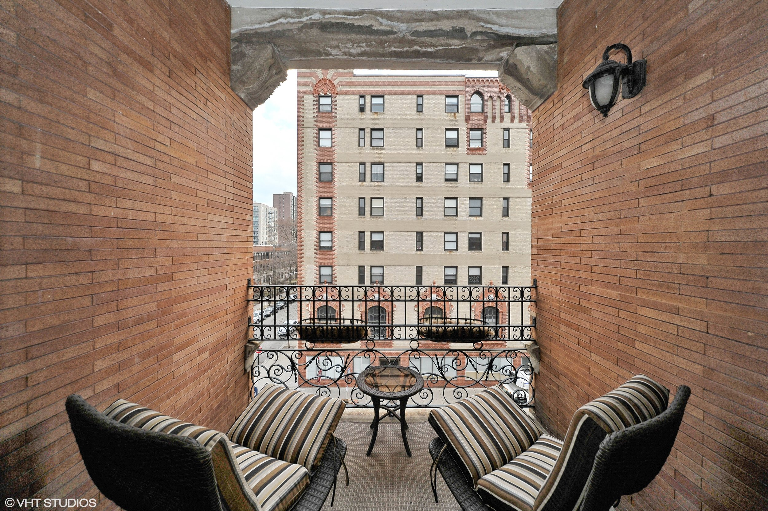 10_4800NKenmoreAvenue_4_99_Balcony_HiRes.jpg