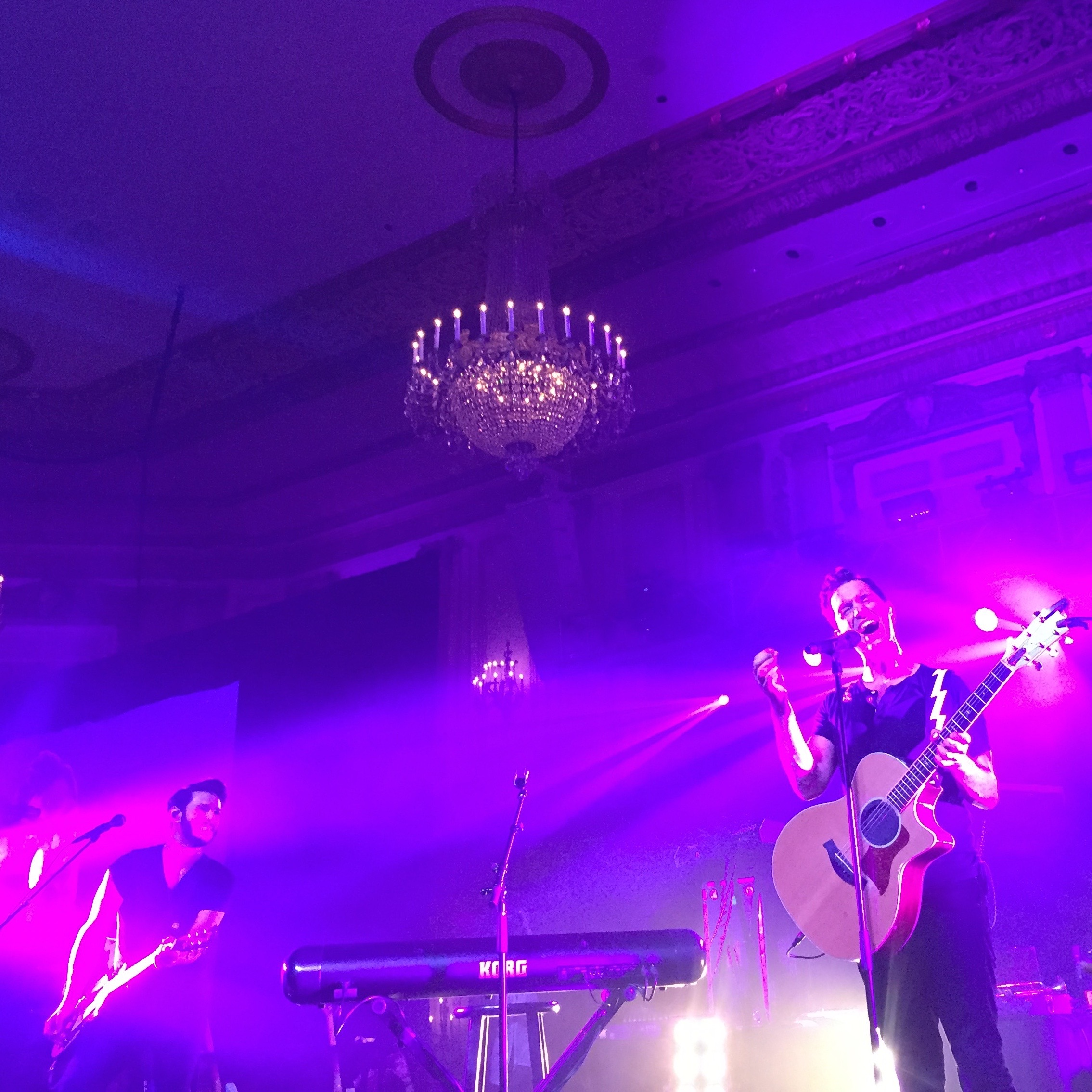 """Pretty sure Andy Grammer is singing """"Honey I'm Good"""" here? I don't know but this was the best part of the Hilton@Play event."""