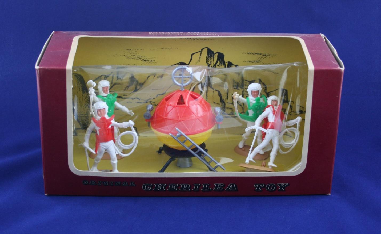 Cherilea Toys Ltd. Astronauts set, including a Space Pod based on the earlier Mechanoid moulds