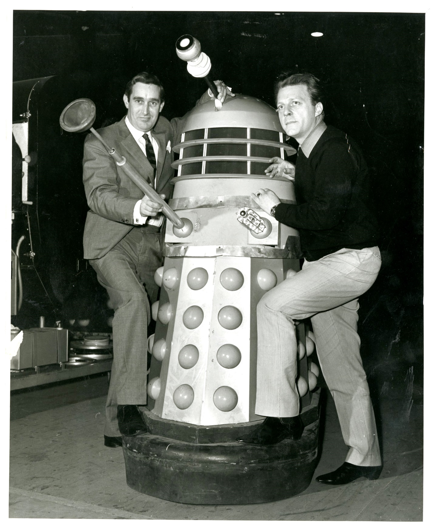 Daily Mirror press call photo of Terry Nation and Raymond Cusick with a Dalek (from the Raymond Cusick personal collection)