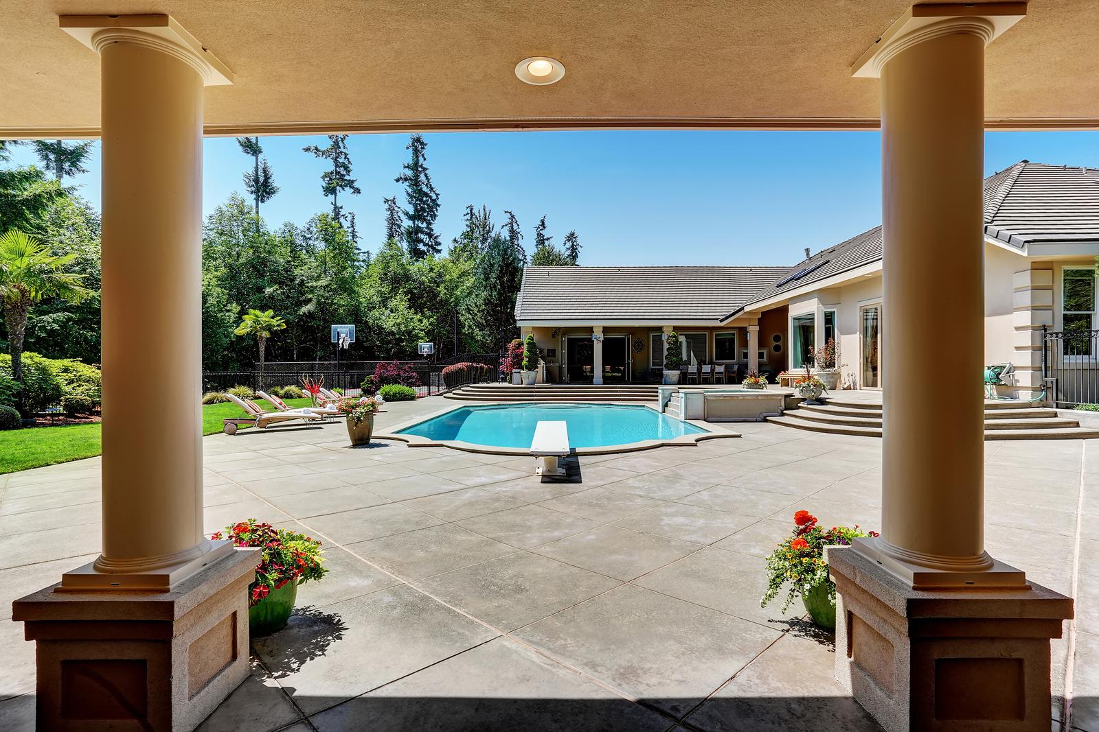 bigstock-Modern-Backyard-With-Swimming--148139303.jpg
