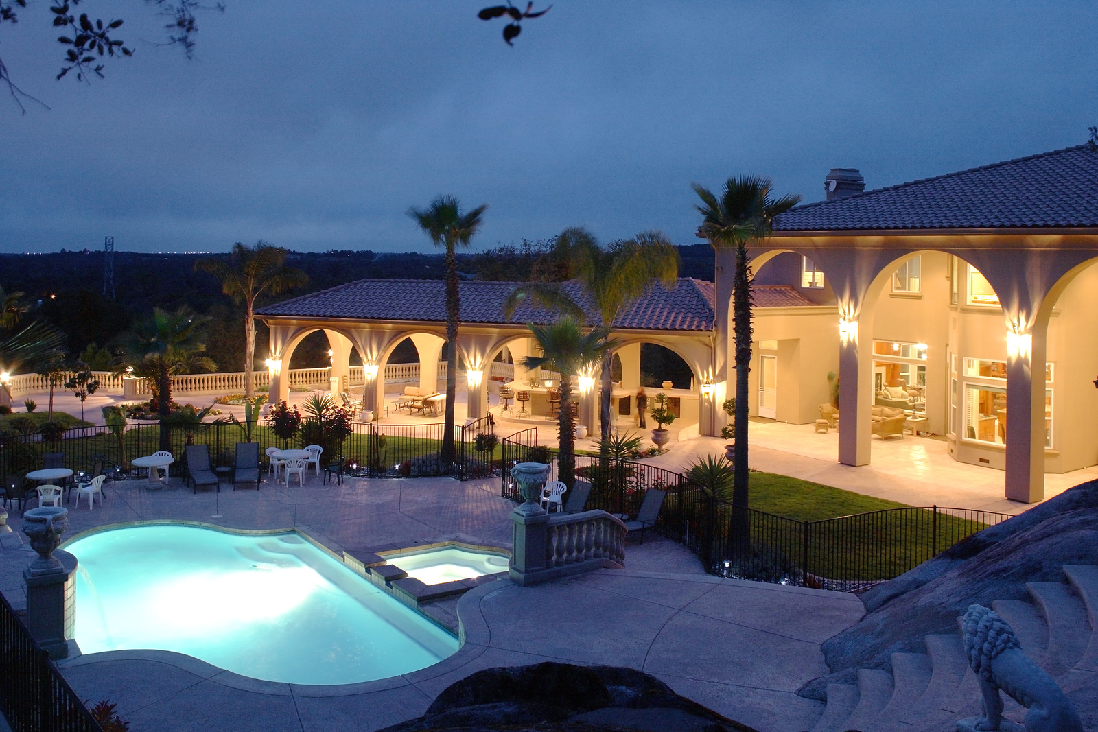 bigstock-A-huge-new-luxury-home-at-suns-26417114.jpg