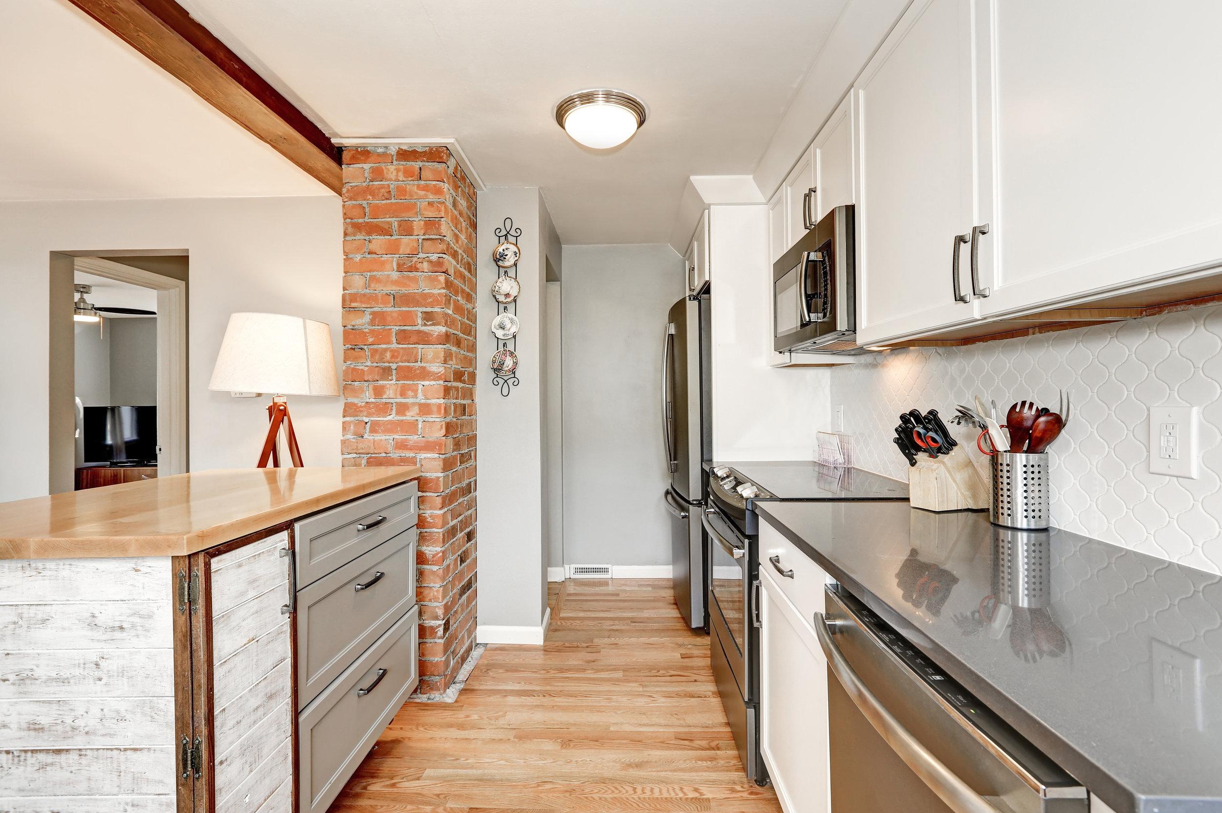 bigstock-White-And-Grey-Kitchen-Room-I-152876744.jpg