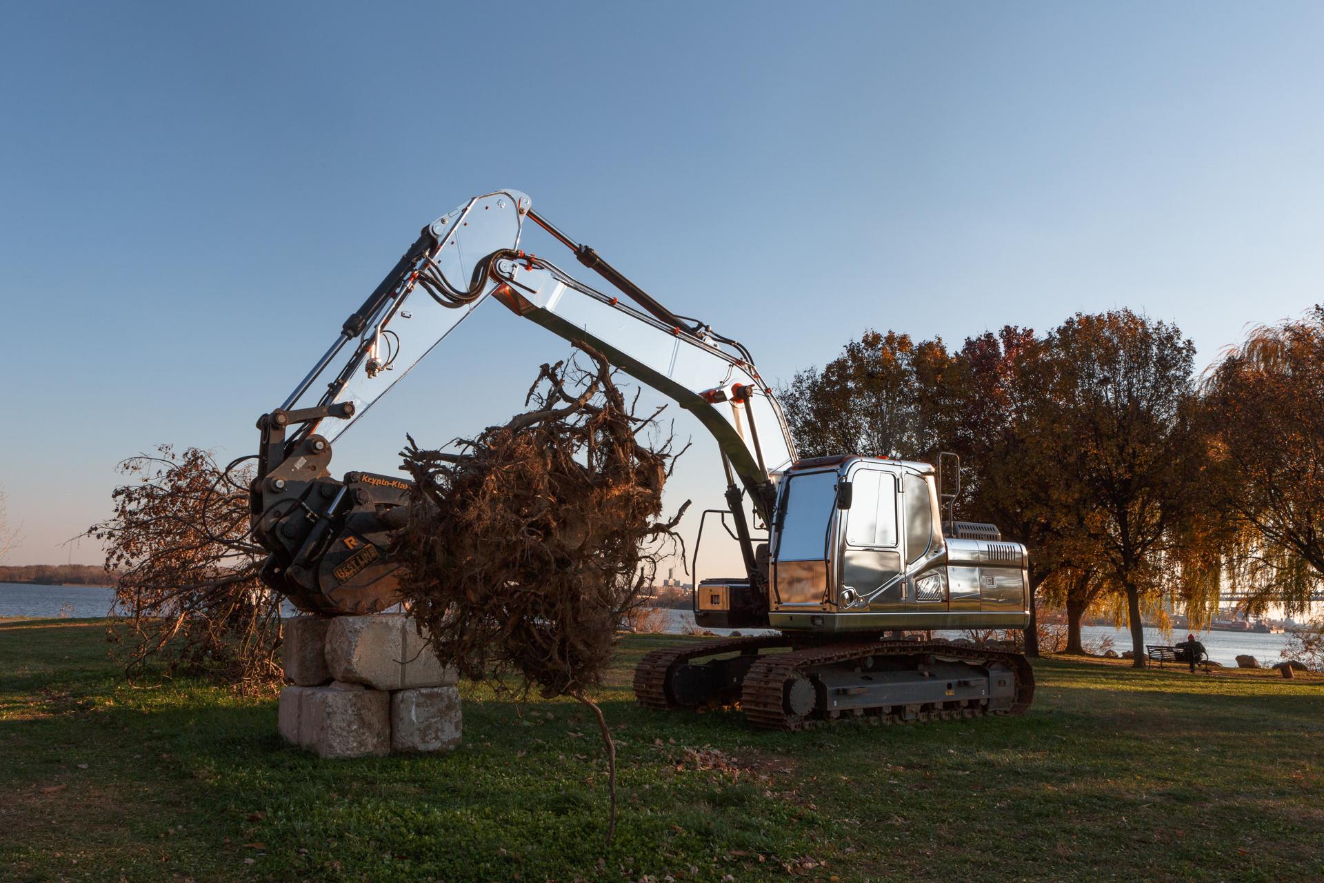 Plainsight is 20/20  RAIR (Recycled Artist in Residency) Maple tree, excavator, mirrored vinyl, and construction fencing Penn Treaty Park   Photo: Steve Weinik/Mural Arts Philadelphia