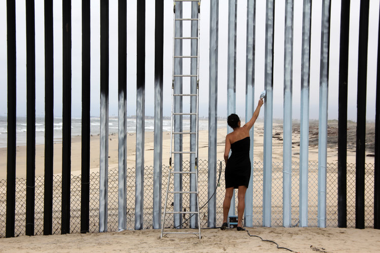 Episode 015: Erasing the Border and the Wall in Our Heads