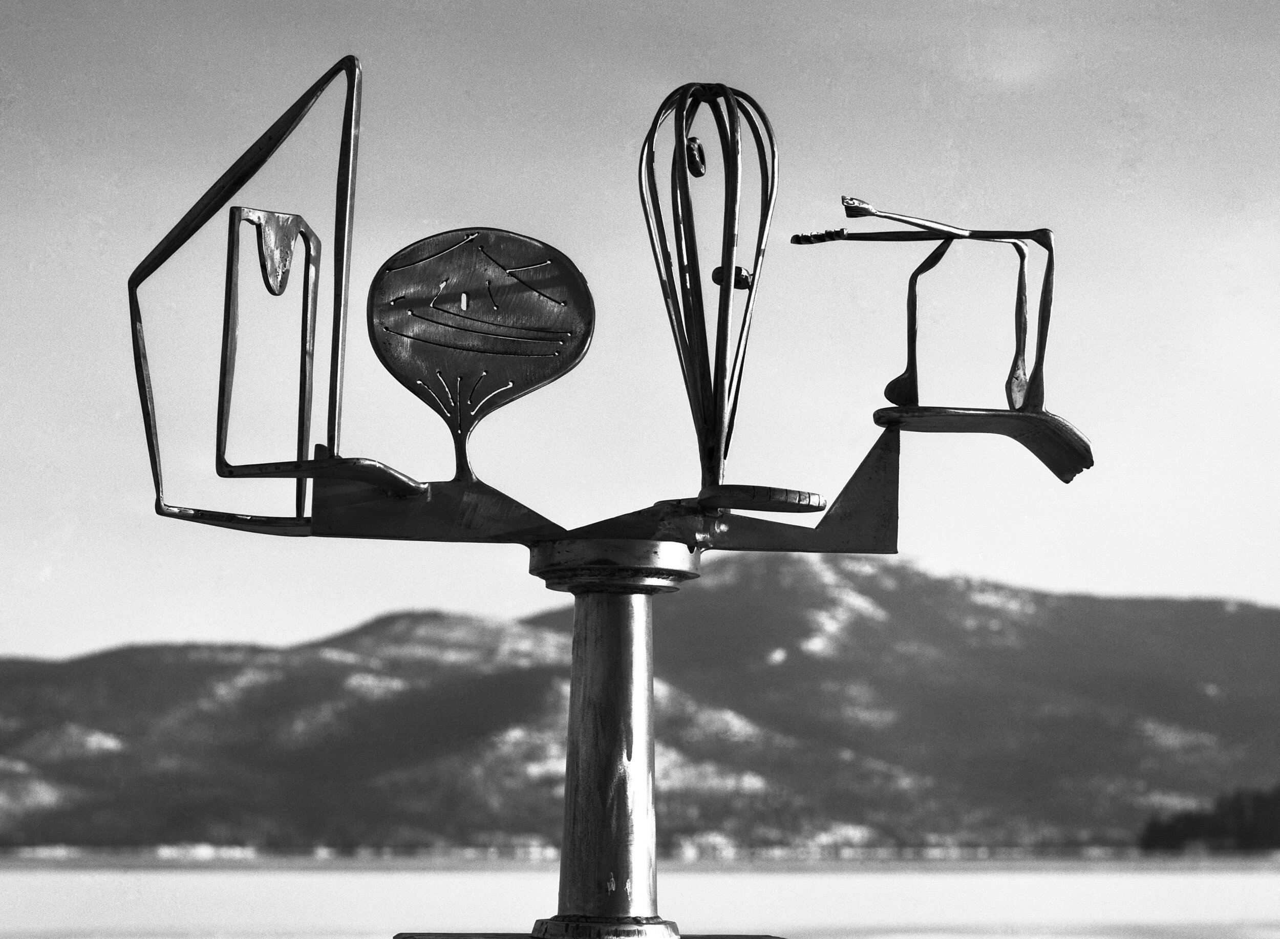 David Smith, Oculus, 1947. Painted steel on wood base, 321⁄8 × 37 × 75⁄8 in. (81.6 × 94 × 19.4 cm). Private collection.