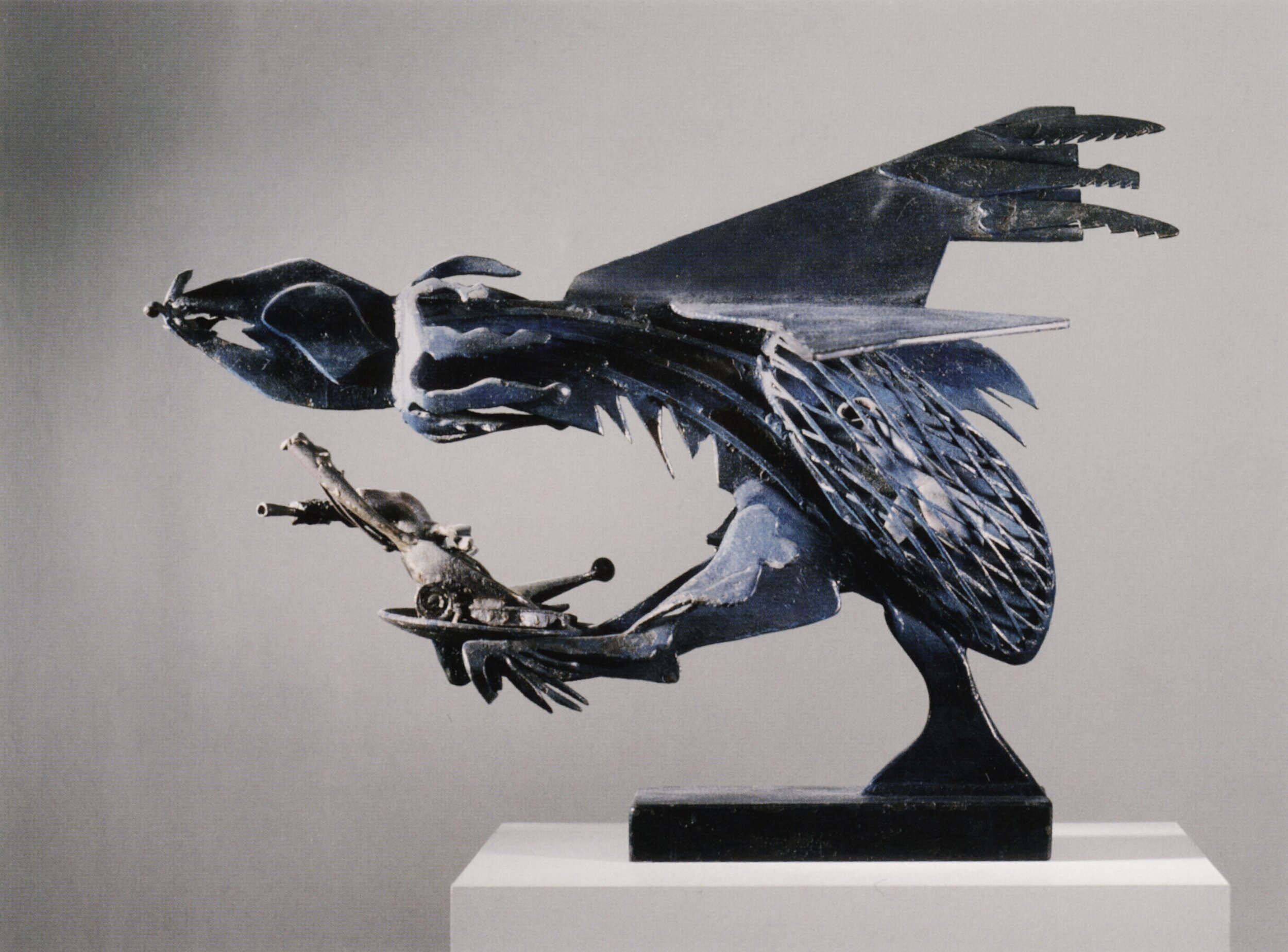 David Smith, False Peace Spectre, 1945. Painted steel and bronze, 12½ × 27¼ × 10¾ in. (31.8 × 69.2 × 27.3 cm). Private collection.