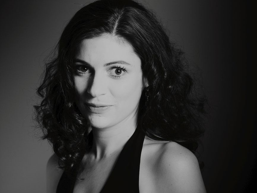 Erin Lesser-Head Shot 2.jpg