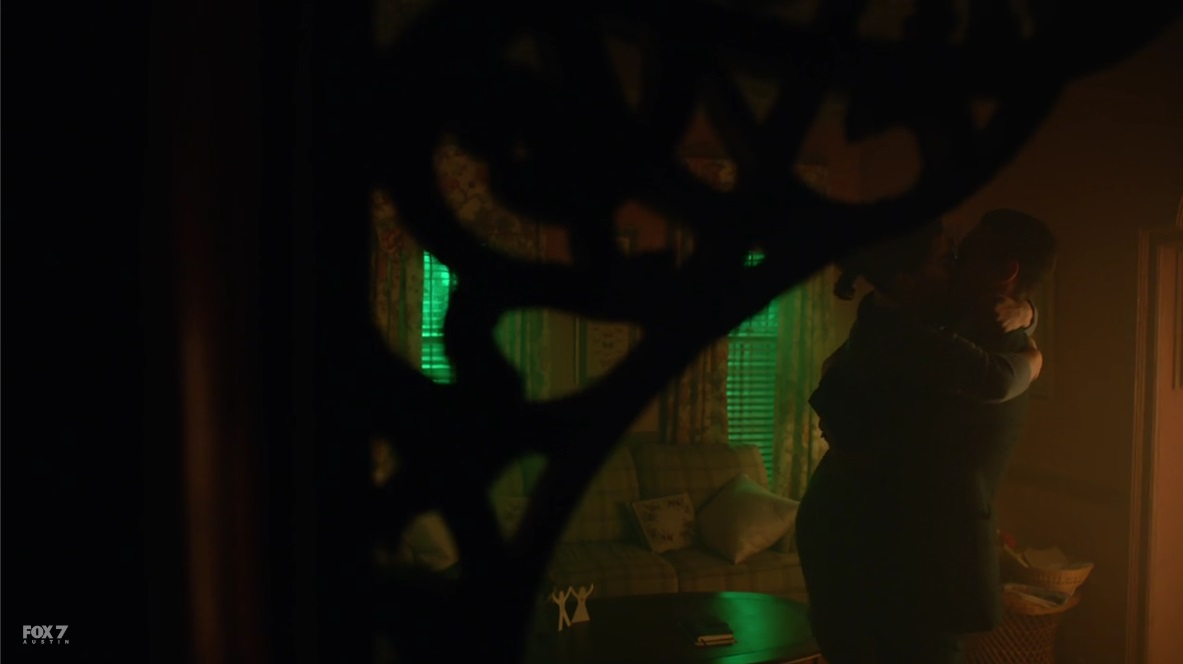 gotham-s3-ep8-the-kiss-2.jpg